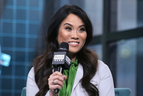 You're Invited: Join Dr. Pimple Popper For a Summer Skin-Care AMA