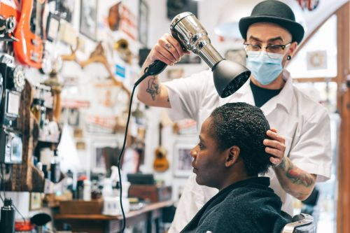 UK Hairdressers Now Have to Learn to Cut and Style Textured Hair - and It's About Time