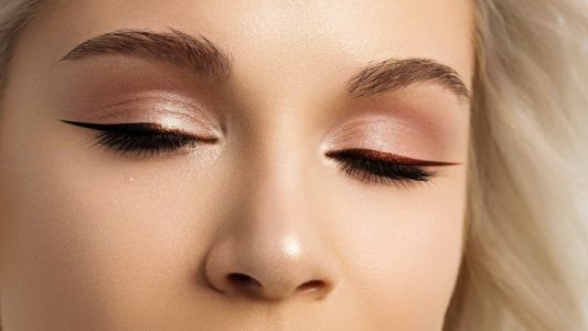 15 Glam Ways To Wear A Graphic Liner