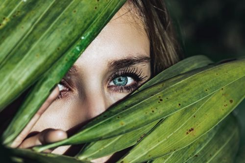 What Do Doctors Say About Eyelash Growth?   Debunking Eyelash Myths With Hers