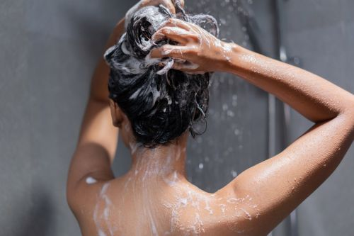 What's the Benefit of Green Shampoo? Brunettes, You're Gonna Want to Read Up