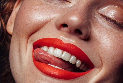 Everything a Cosmetic Dentist Wants You to Know About In-Office Teeth Whitening