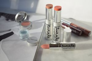 """New in from Au Naturale Cosmetics and the """"Clean Beauty Standard"""""""