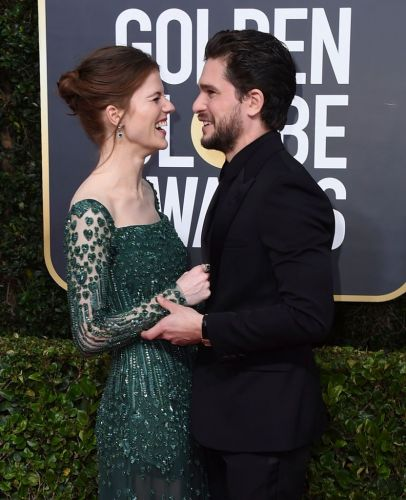 Kit Harington & Rose Leslie Had the Cutest PDA on the Golden Globes Red Carpet