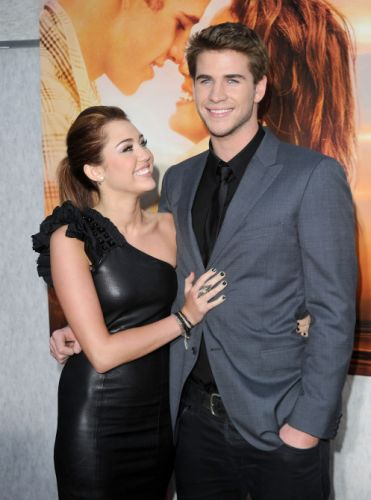 Miley Cyrus Is Struggling To Let Go Of Liam Hemsworth Amid Their Breakup & We Get It