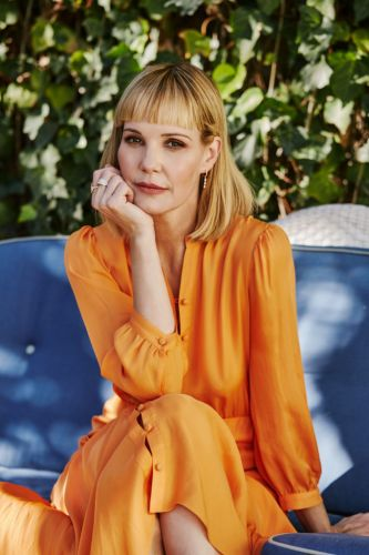 Leslie Bibb on Her 'Beloved' Sam Rockwell, Beauty Obsessions and Her Battle With Cystic Acne