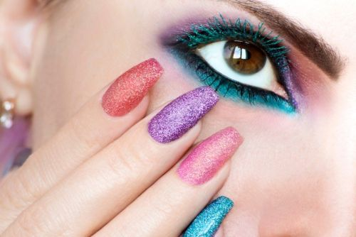 10 Best Colored Mascara That Are Easy To Pull Off
